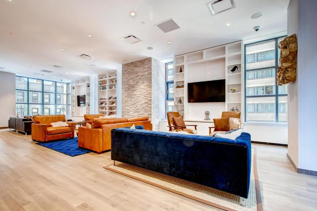 Global Luxury Suites at Ritz Plaza