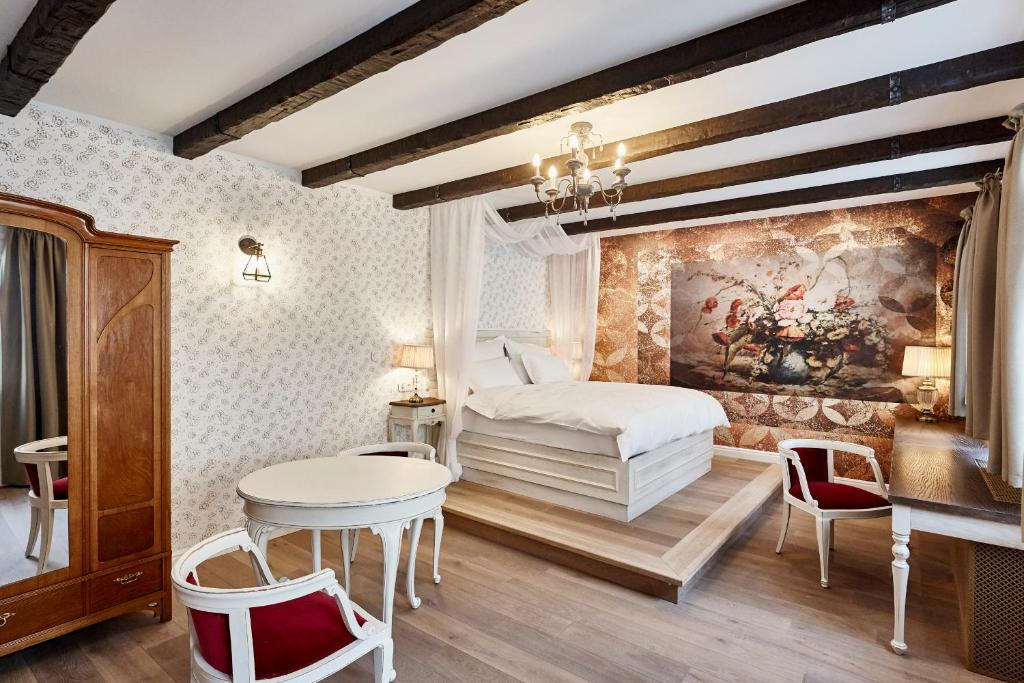 A bed or beds in a room at Maison Bistro & Hotel