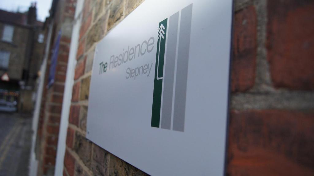 Logotypen eller skylten för gästgiveriet