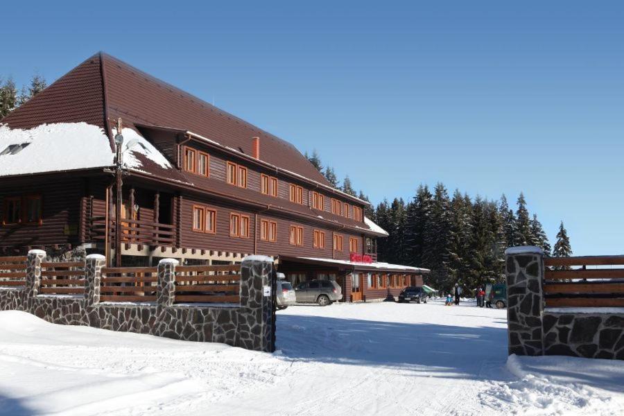 Hotel Ozon зимой