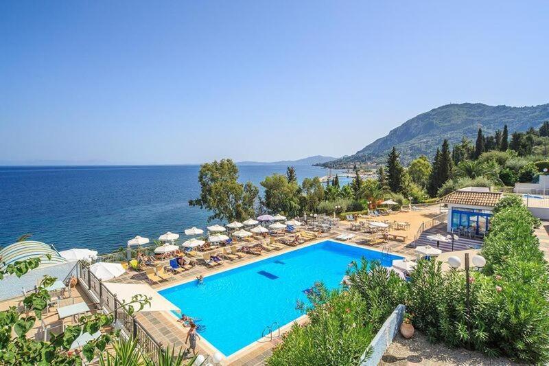 Θέα της πισίνας από το Grande Mare Hotel & Wellness ή από εκεί κοντά