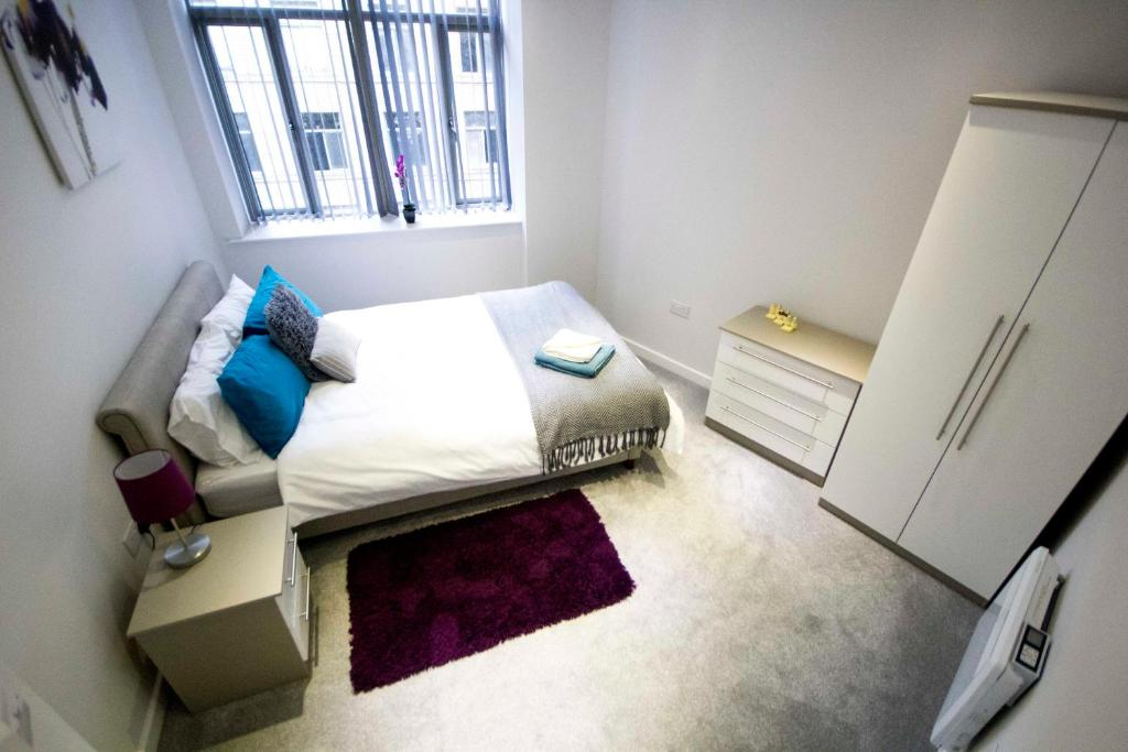 A bed or beds in a room at Vincent Street Serviced Apartments