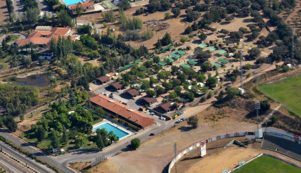 Гледка от птичи поглед на Hostal - Bungalows Camping Cáceres
