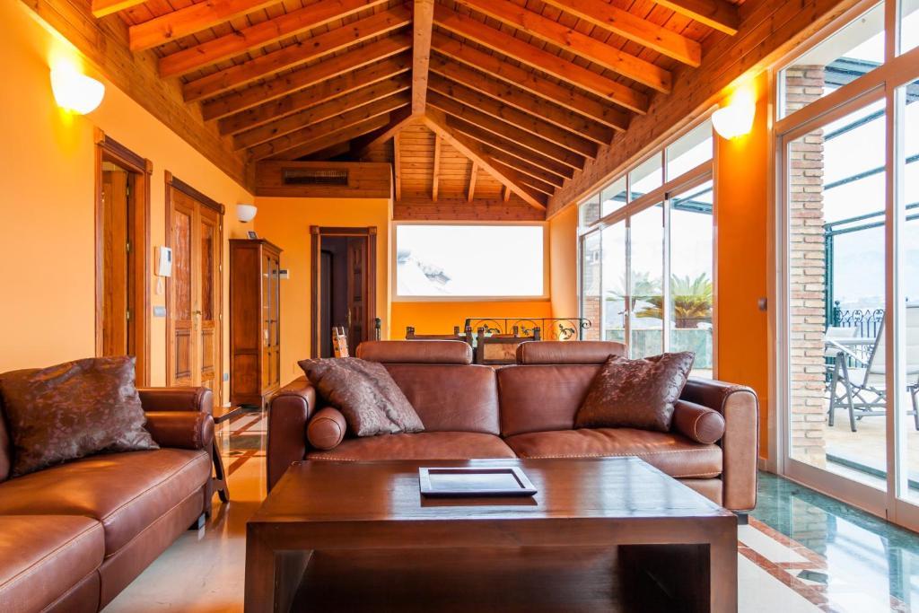 En sittgrupp på Villa Canovas Vista Lara