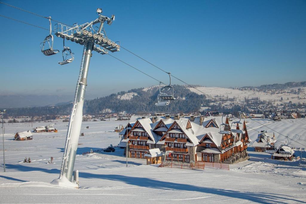 Obiekt Hotel Zawrat Ski Resort & SPA zimą