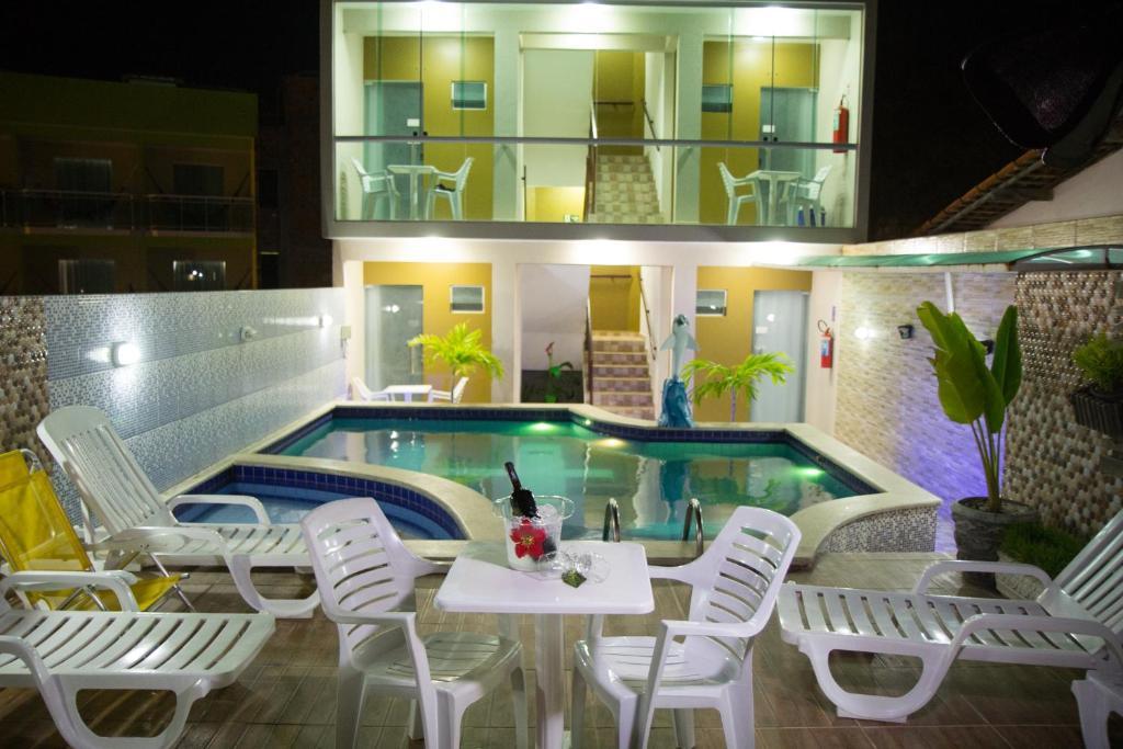 A piscina localizada em Pousada Maragolfinho ou nos arredores