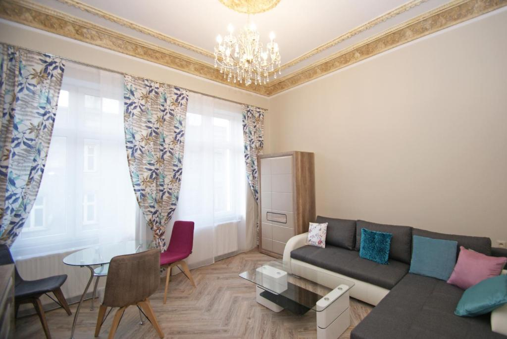 A seating area at Apartamenty Mikubo Wrocław
