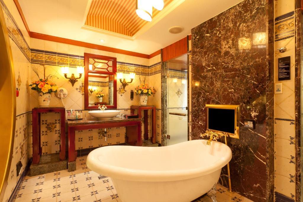 A bathroom at Wego Hotel - Linsen