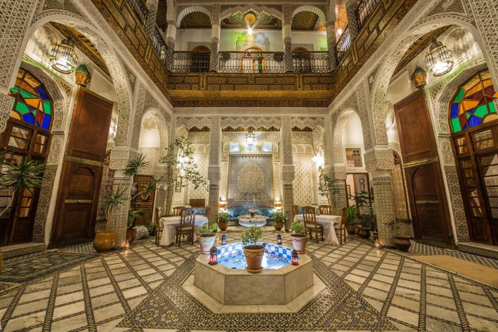A restaurant or other place to eat at Riad Sara