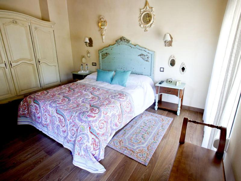 A bed or beds in a room at Casa de La Campana