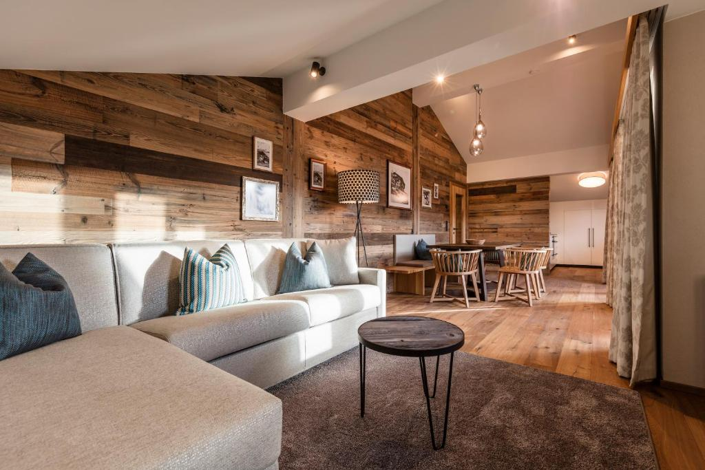 The lounge or bar area at Alpbach Lodge Chalet Superior