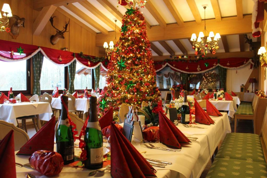 Ein Restaurant oder anderes Speiselokal in der Unterkunft Hotel Heiderhof