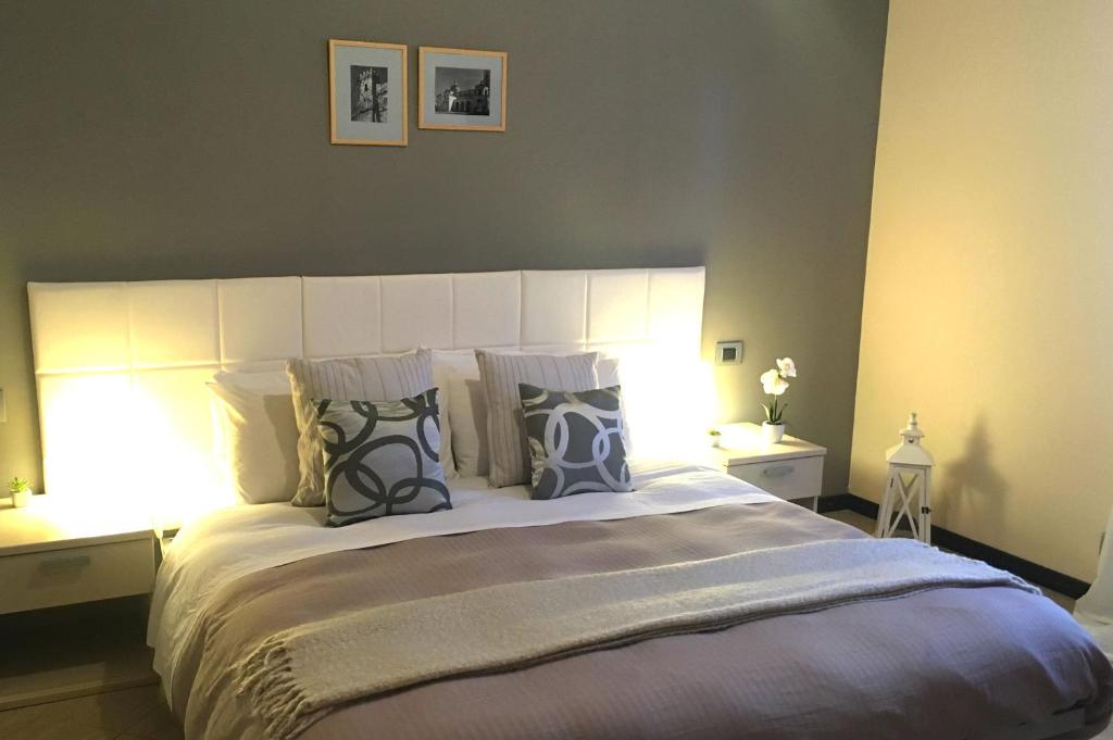 A bed or beds in a room at Bed & Breakfast Girasole