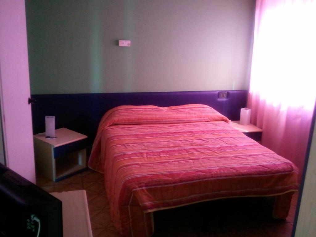Un pat sau paturi într-o cameră la Euromotel