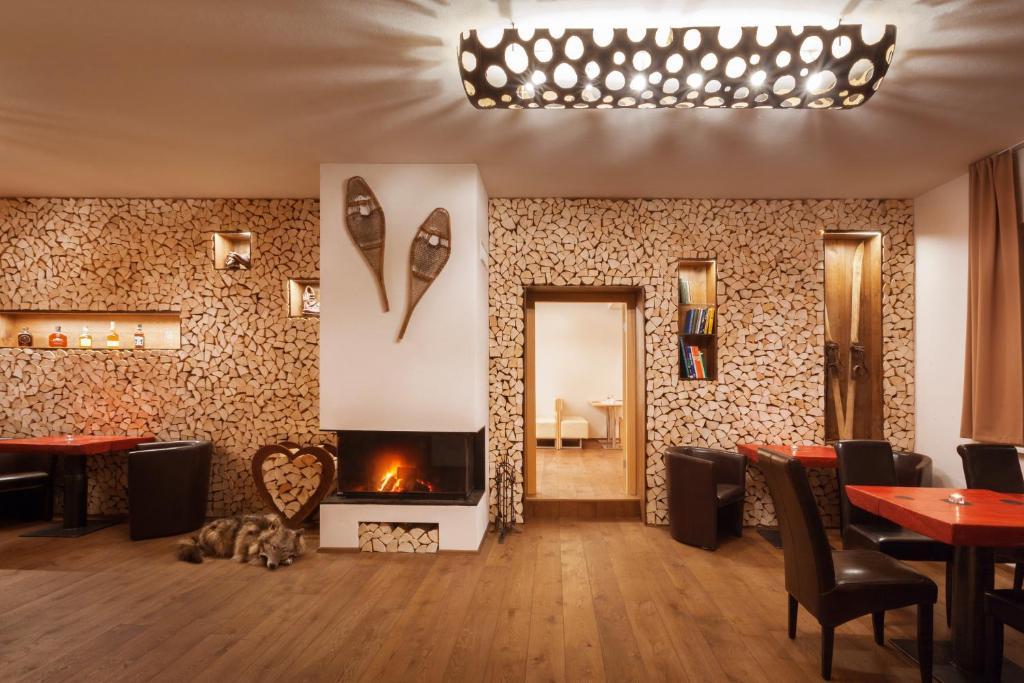 Televizors / izklaižu centrs naktsmītnē Residence AlpenHeart