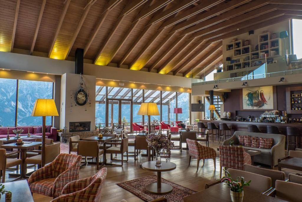 A restaurant or other place to eat at Orizontes Tzoumerkon Hotel Resort