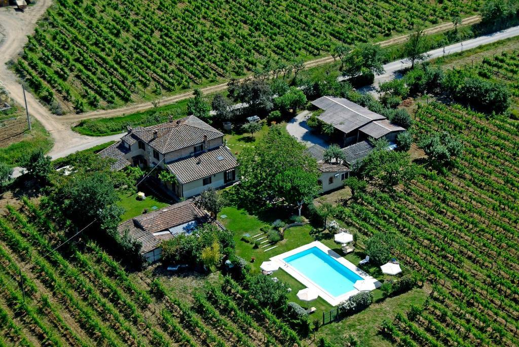 Een luchtfoto van Agriturismo Il Fienile