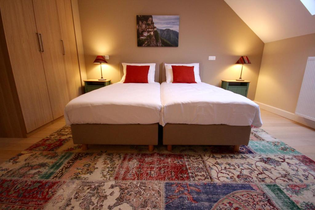 A bed or beds in a room at Hooome