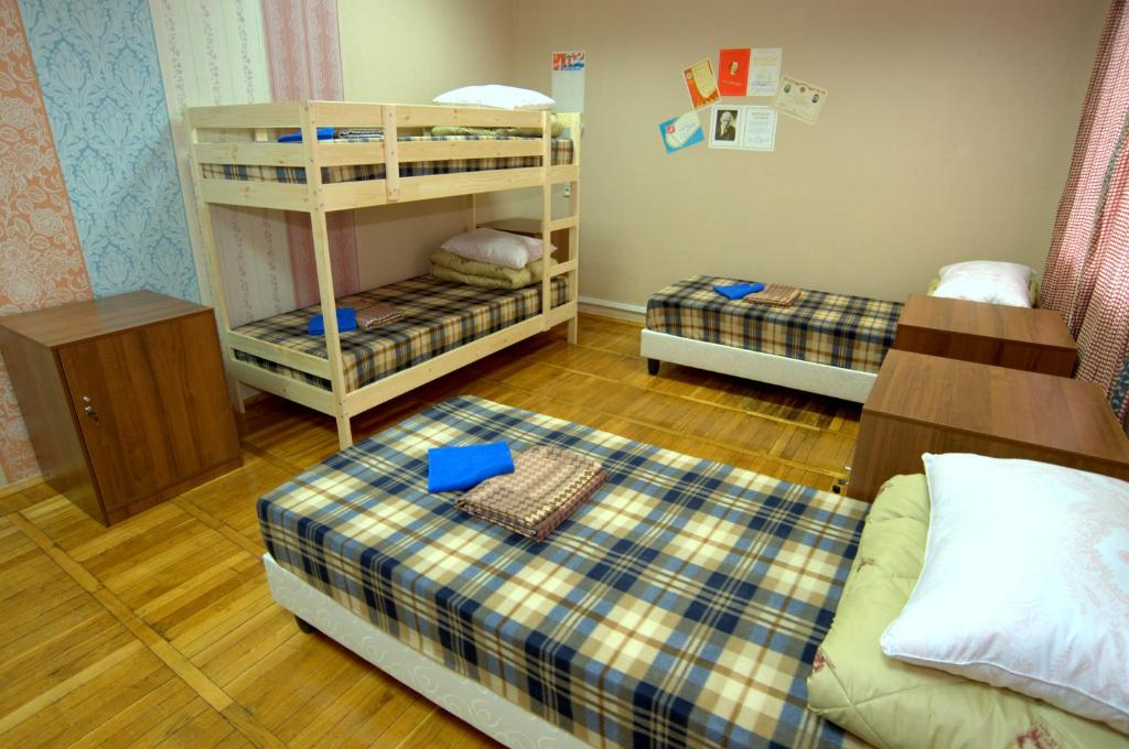 Двухъярусная кровать или двухъярусные кровати в номере Хостел В Городе N