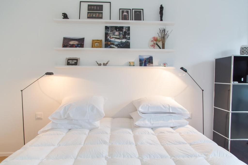 A bed or beds in a room at Montparnasse Studio Deluxe