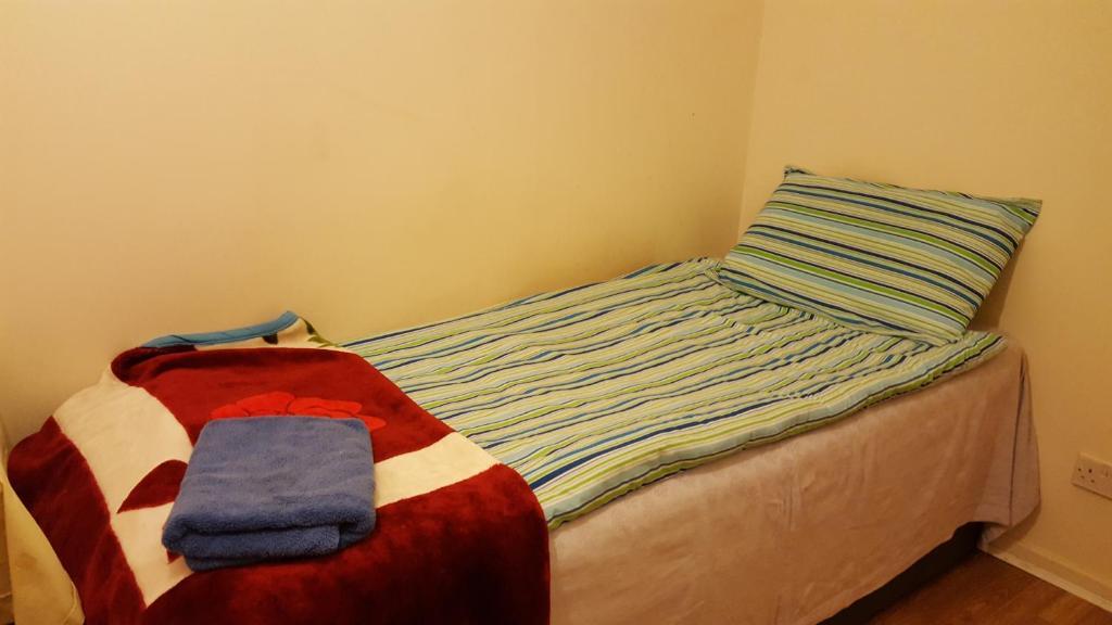 Uma cama ou camas num quarto em Cherry House & Self Catering