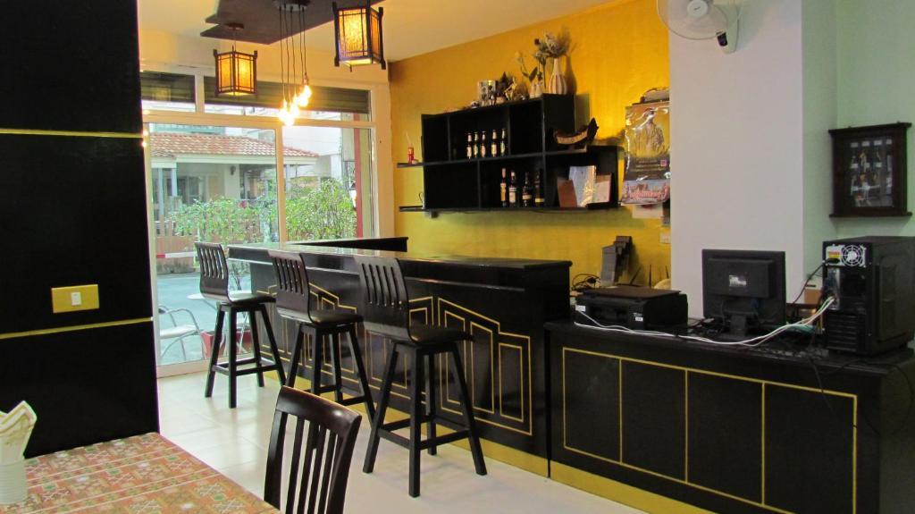 Um restaurante ou outro lugar para comer em La Piccola Patong