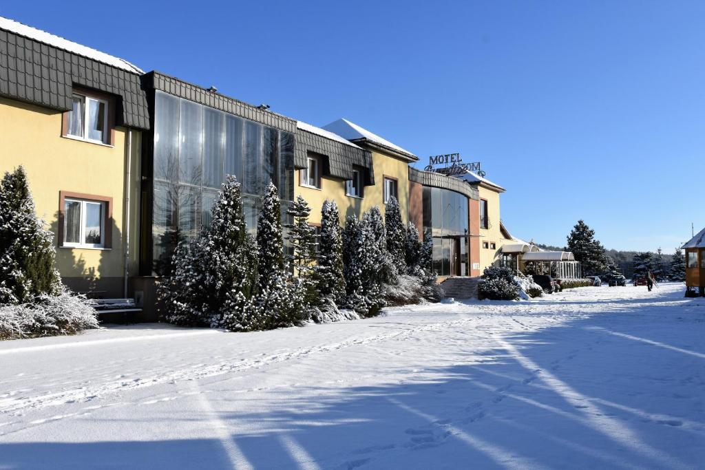 Motel Paradise im Winter