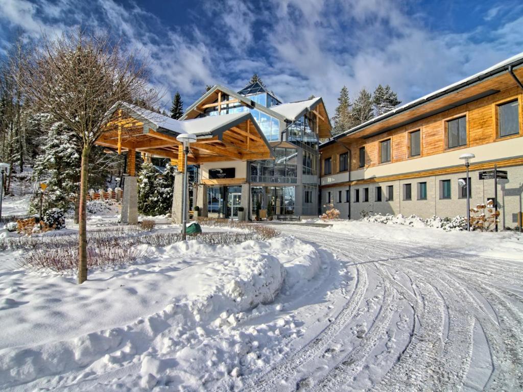 Hotel Czarny Potok Resort SPA & Conference during the winter