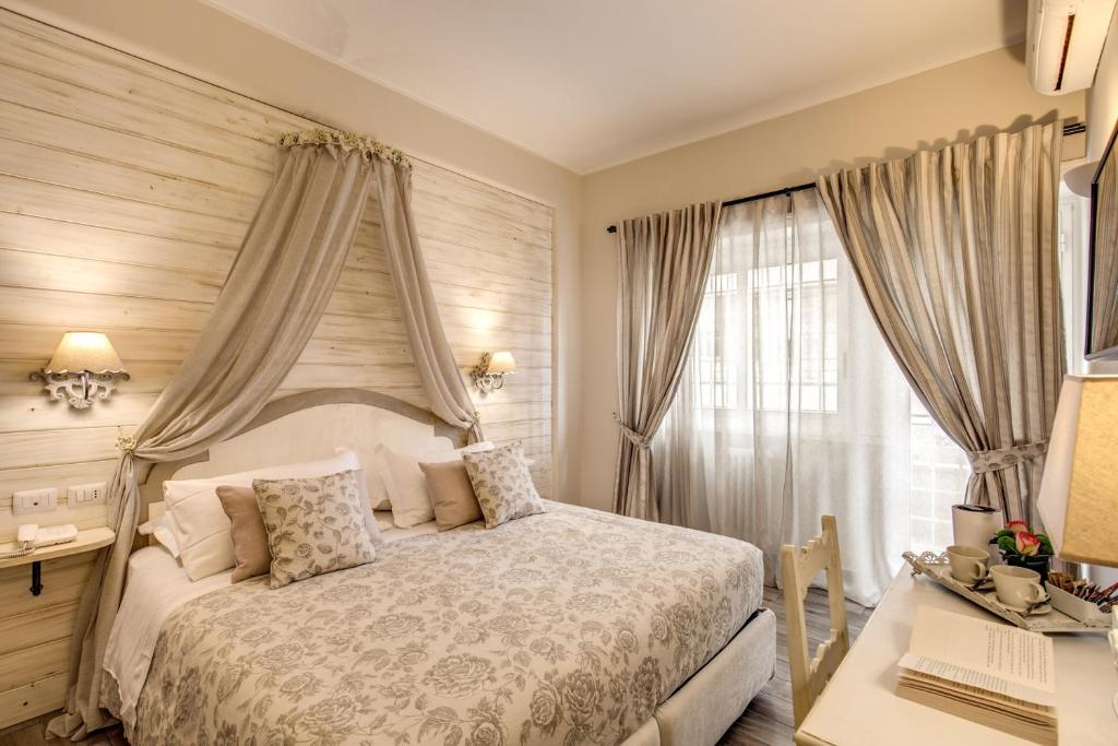 A bed or beds in a room at Casa Mia Vaticano