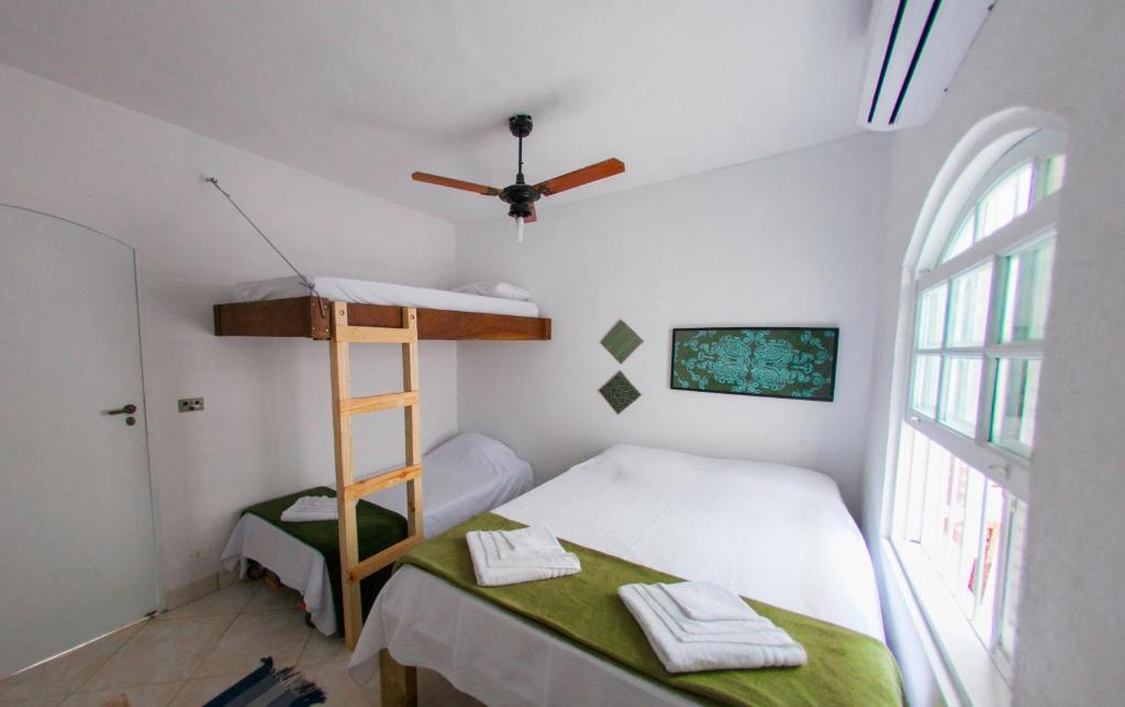 A bunk bed or bunk beds in a room at Casa Maembippe
