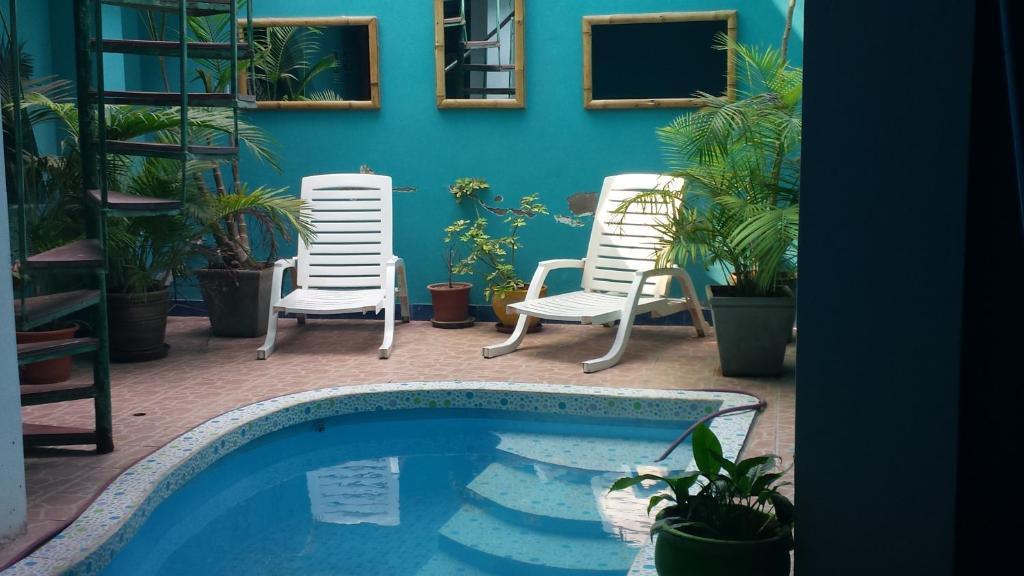The swimming pool at or close to La Posada de los Inkas
