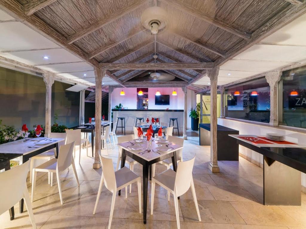 Un restaurante o sitio para comer en Zalmedina Hotel