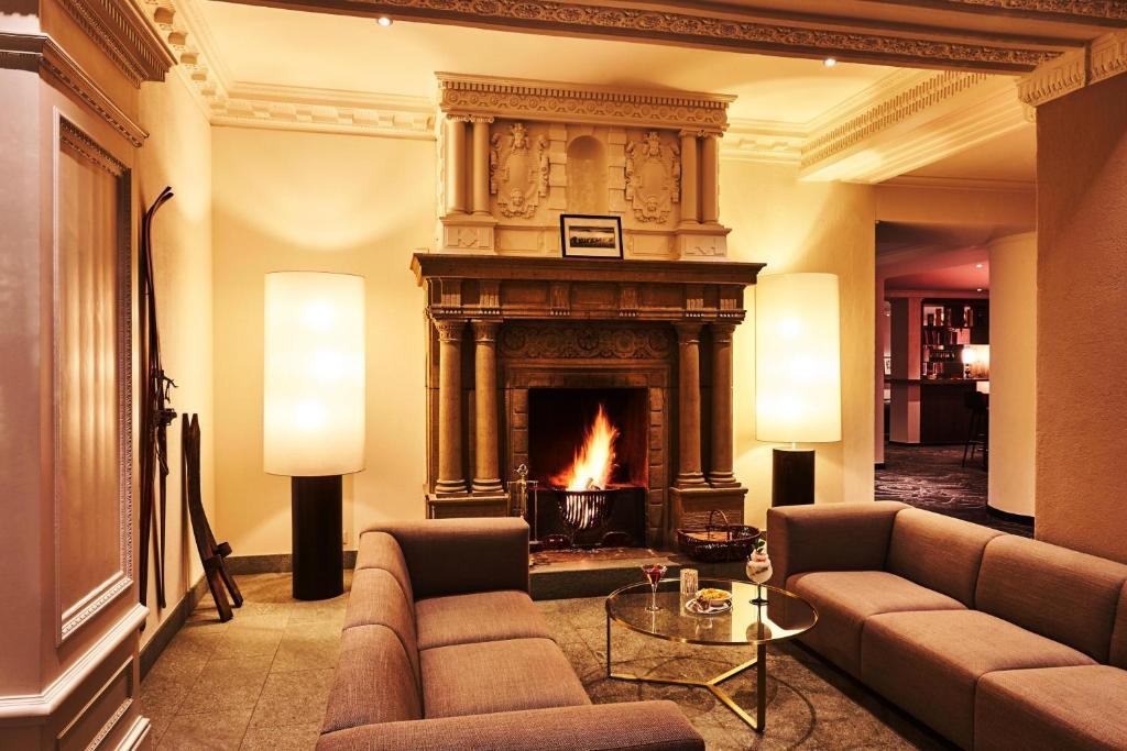 A seating area at Steigenberger Grandhotel Belvedere