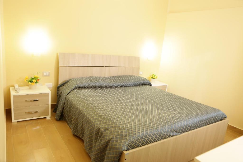 Ein Bett oder Betten in einem Zimmer der Unterkunft Hotel Il Quadrifoglio