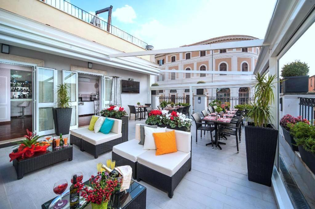 A porch or other outdoor area at Relais Trevi 95 Boutique Hotel - Adults Only