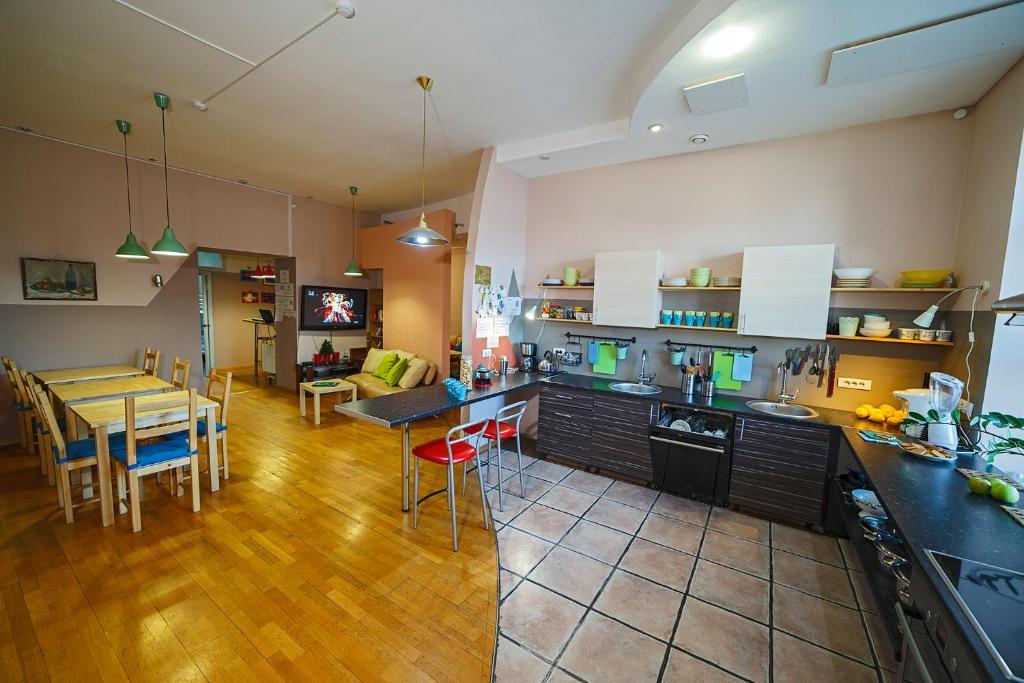 Un restaurante o sitio para comer en Best in the Center of Irkutsk