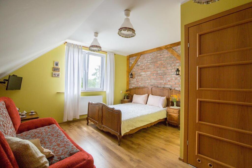 Łóżko lub łóżka w pokoju w obiekcie Ekogościniec Pachotówko