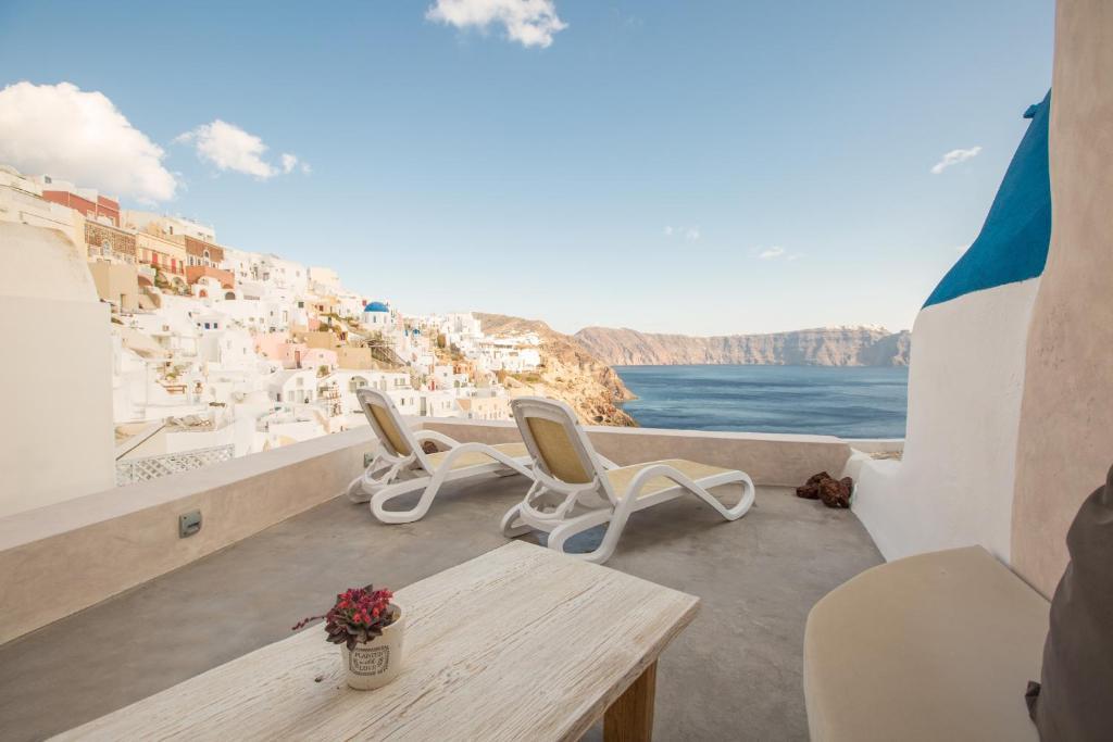 A balcony or terrace at The Dream Santorini