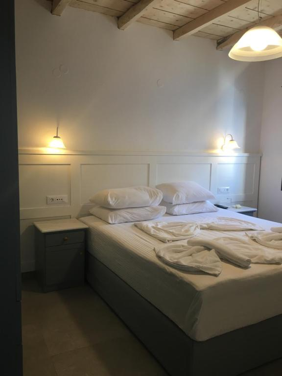 A bed or beds in a room at Hotel Porto Loutro on the Hill
