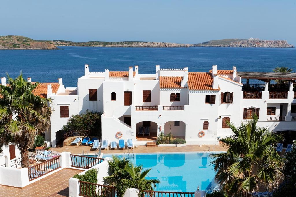 A view of the pool at Aparthotel Tramontana Park or nearby