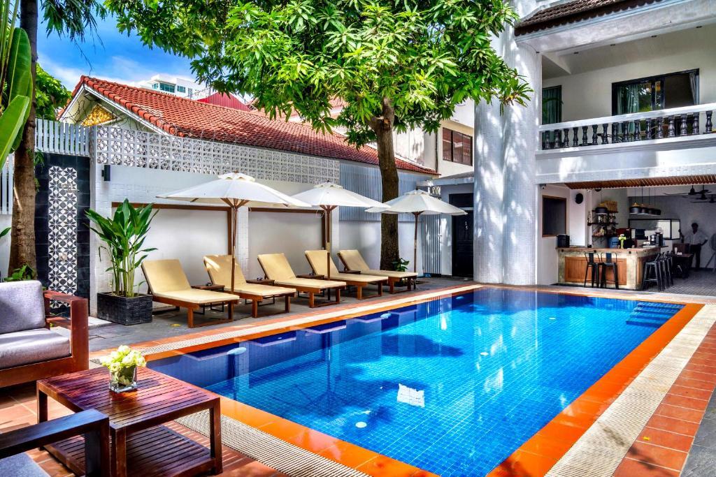 The swimming pool at or near Villa Samnang