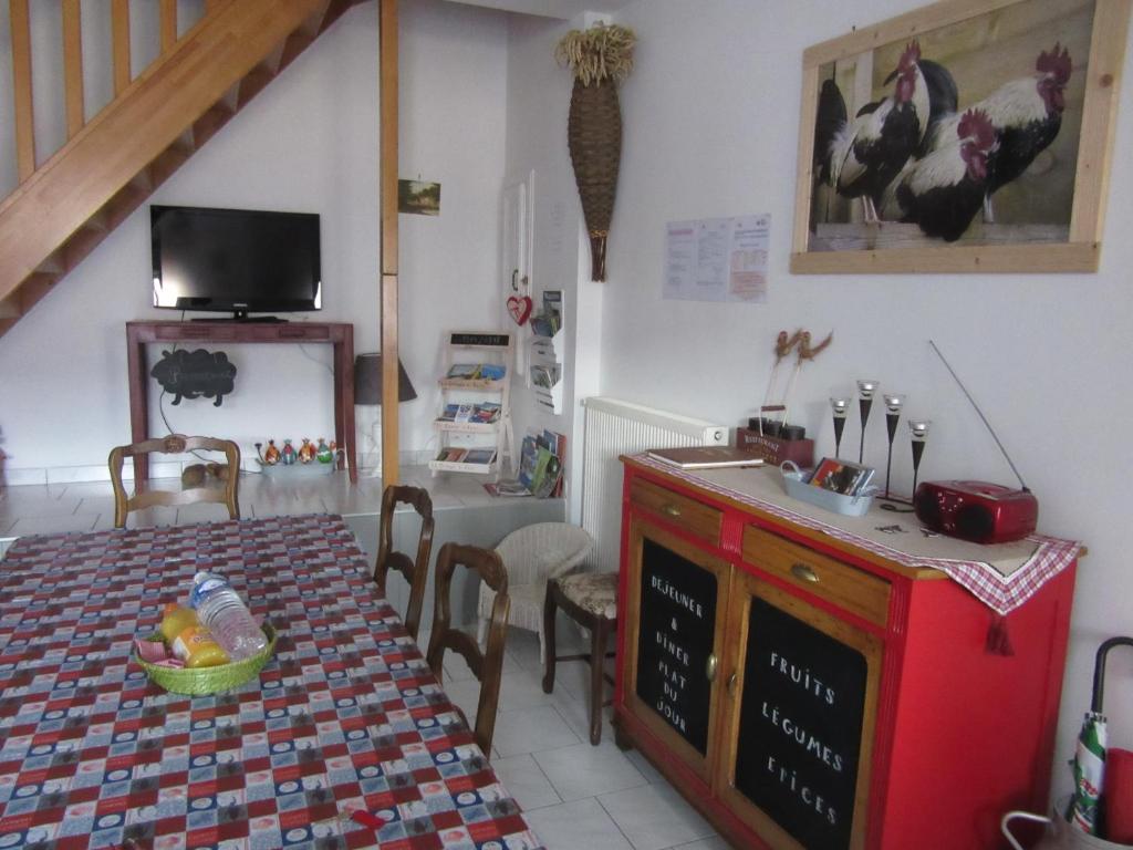 Cuisine ou kitchenette dans l'établissement Gite La Grange à foin