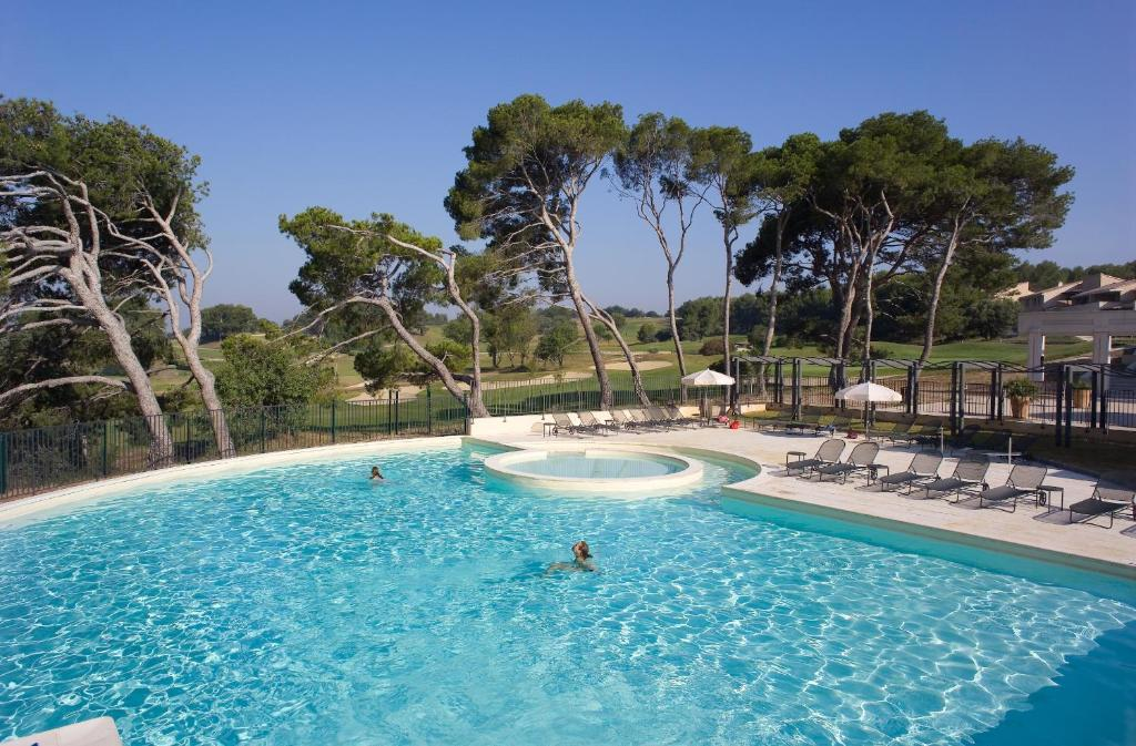 The swimming pool at or near Madame Vacances Résidence Provence Country Club