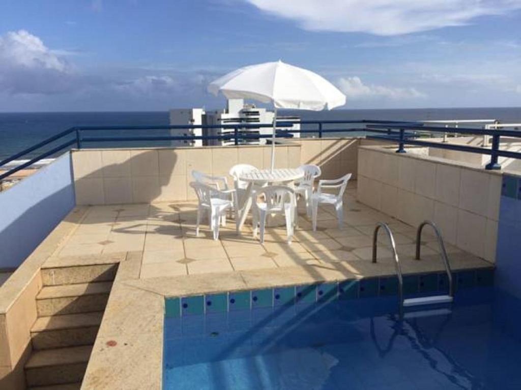 The swimming pool at or close to Apartamento Vista Mar no Jd.Armação