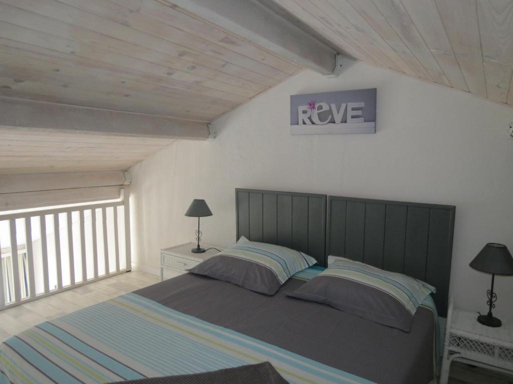 Ein Bett oder Betten in einem Zimmer der Unterkunft La maison de Marie