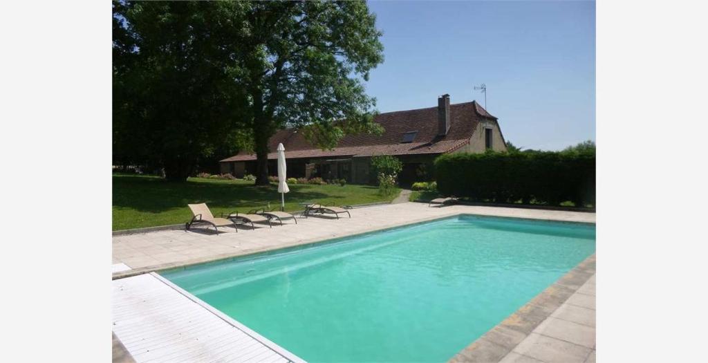 Bazén v ubytovaní La ferme d'aristide alebo v jeho blízkosti