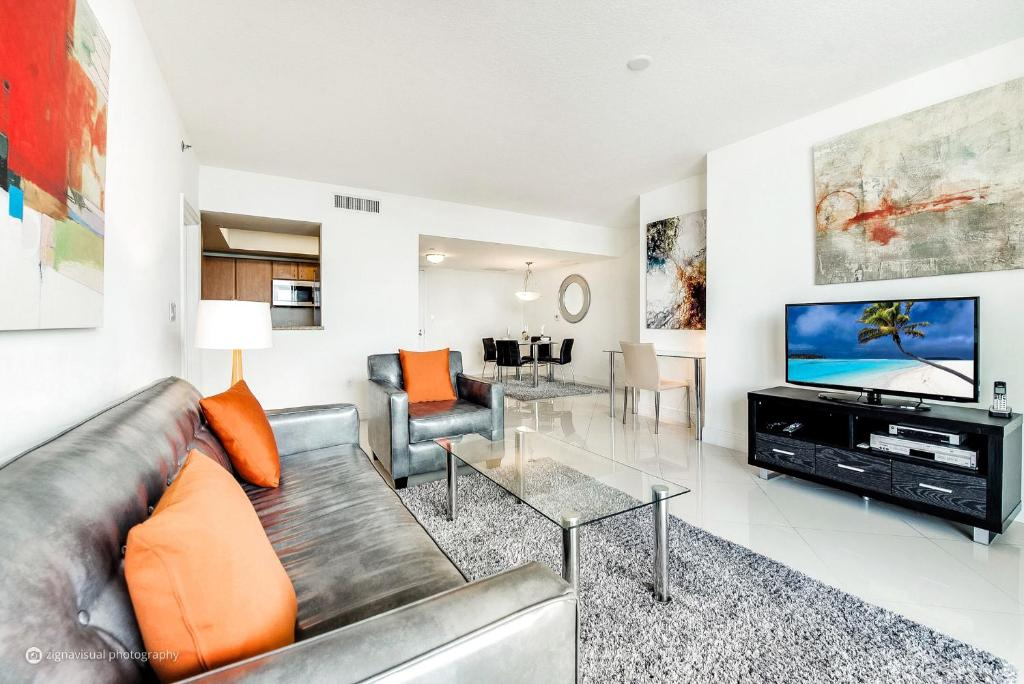 A seating area at Churchill Suites Miami Brickell - One Broadway