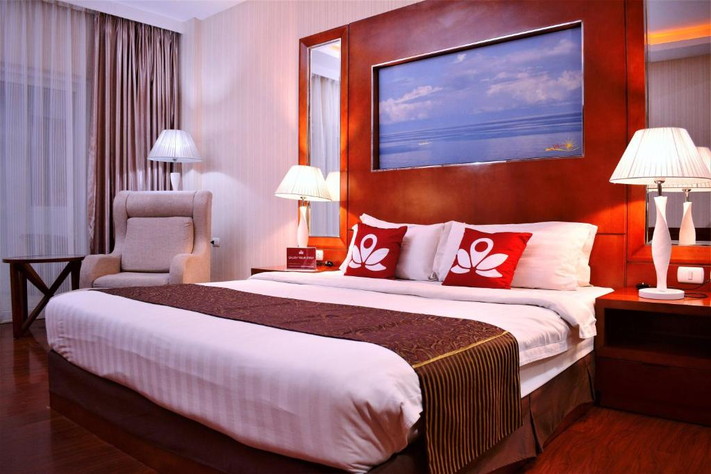 A bed or beds in a room at ZEN Rooms Sunlight Palawan
