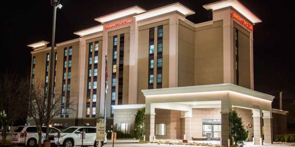 Hampton Inn & Suites Nashville Airport.