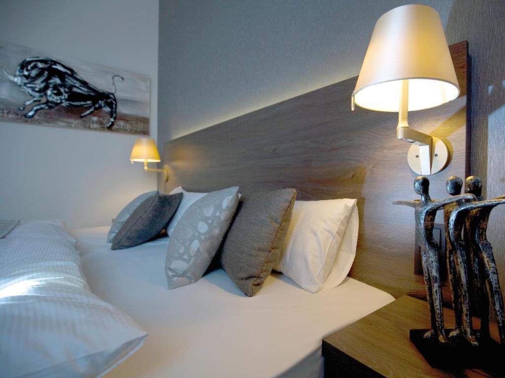 Ein Bett oder Betten in einem Zimmer der Unterkunft Hotel Eislinger Tor